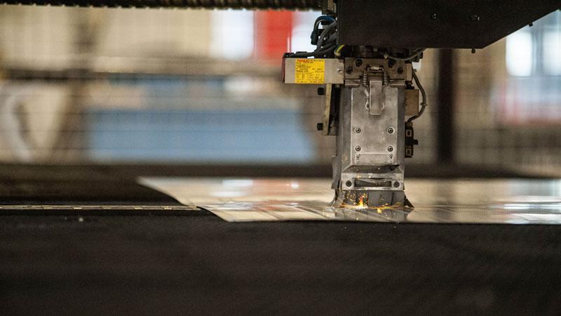 Découpe laser avec une machine amada
